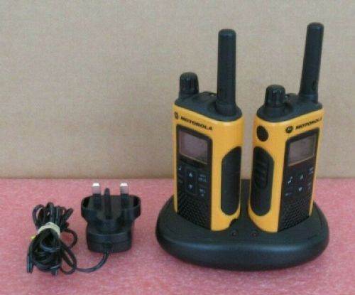 2x Motorola TLKR T80 Extreme 8-Channel 10Km Walkie Talkie Radio Charging Dock
